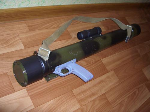"""коробочку от блока ТВ СМРК-2-К, пистолетную рукоятку от убитого  """"пехаля """", кусок... берёте 2 банки из под кофе, 2..."""